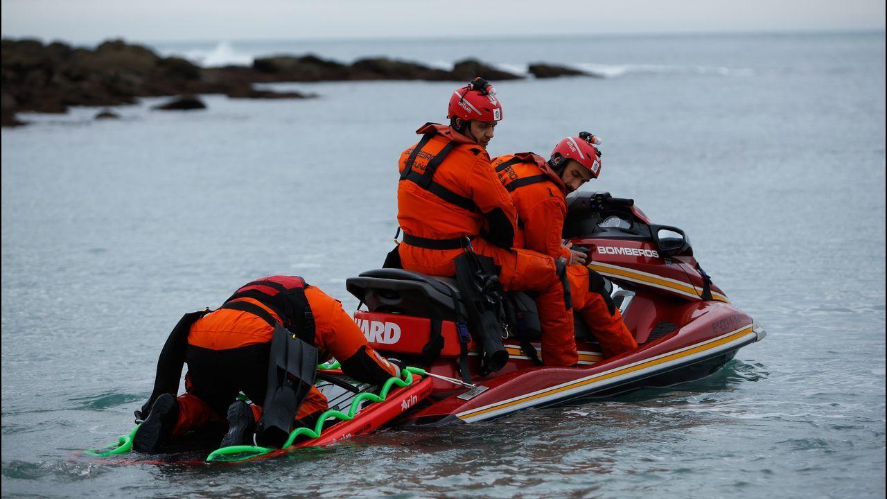Amplio dispositivo en Riazor para buscar a la joven arrastrada por el mar