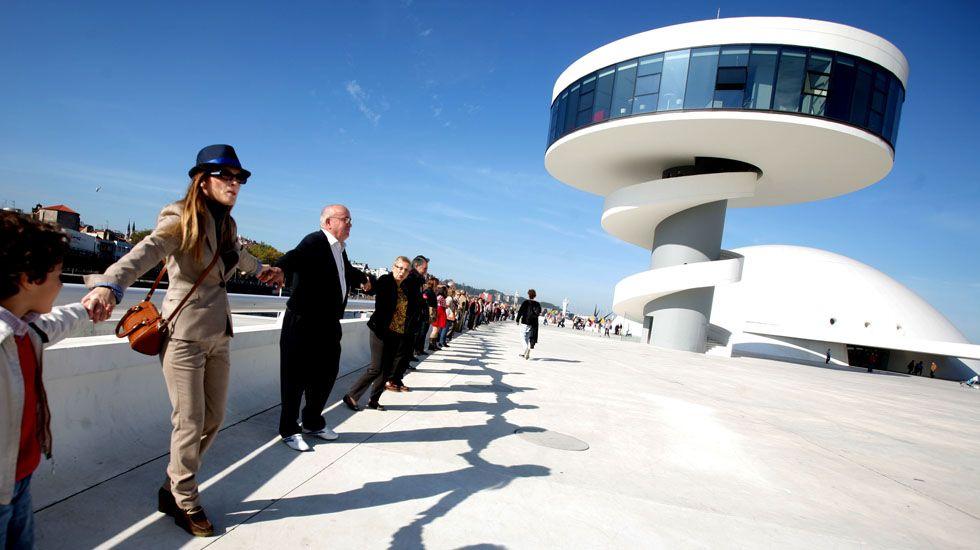 Concentración en defensa de la continuidad del Centro Cultural Niemeyer.Concentración en defensa de la continuidad del Centro Cultural Niemeyer