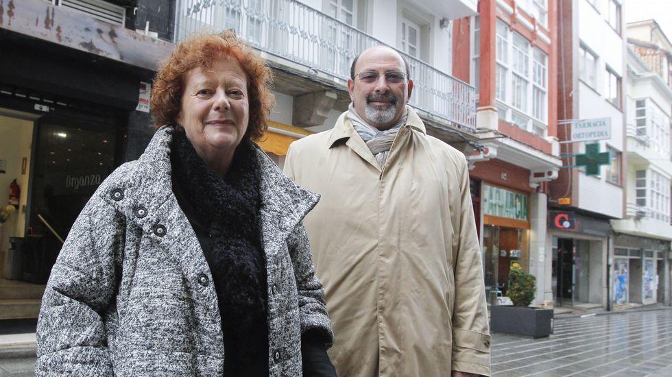 Detenidas en Ceuta dos personas muy radicalizadas afines al Estado Islámico.Los autores del libro ante la casa en la que se retiró la mujer de «Sopiñas», cuando él fue encarcelado en Ceuta. El matrimonio residía hasta ese momento en un edificio mejor, el 166, la esquina con la plaza, pero «Sopiñas» aceptó la condena a cambio de que ella mantuviese algunos bienes.