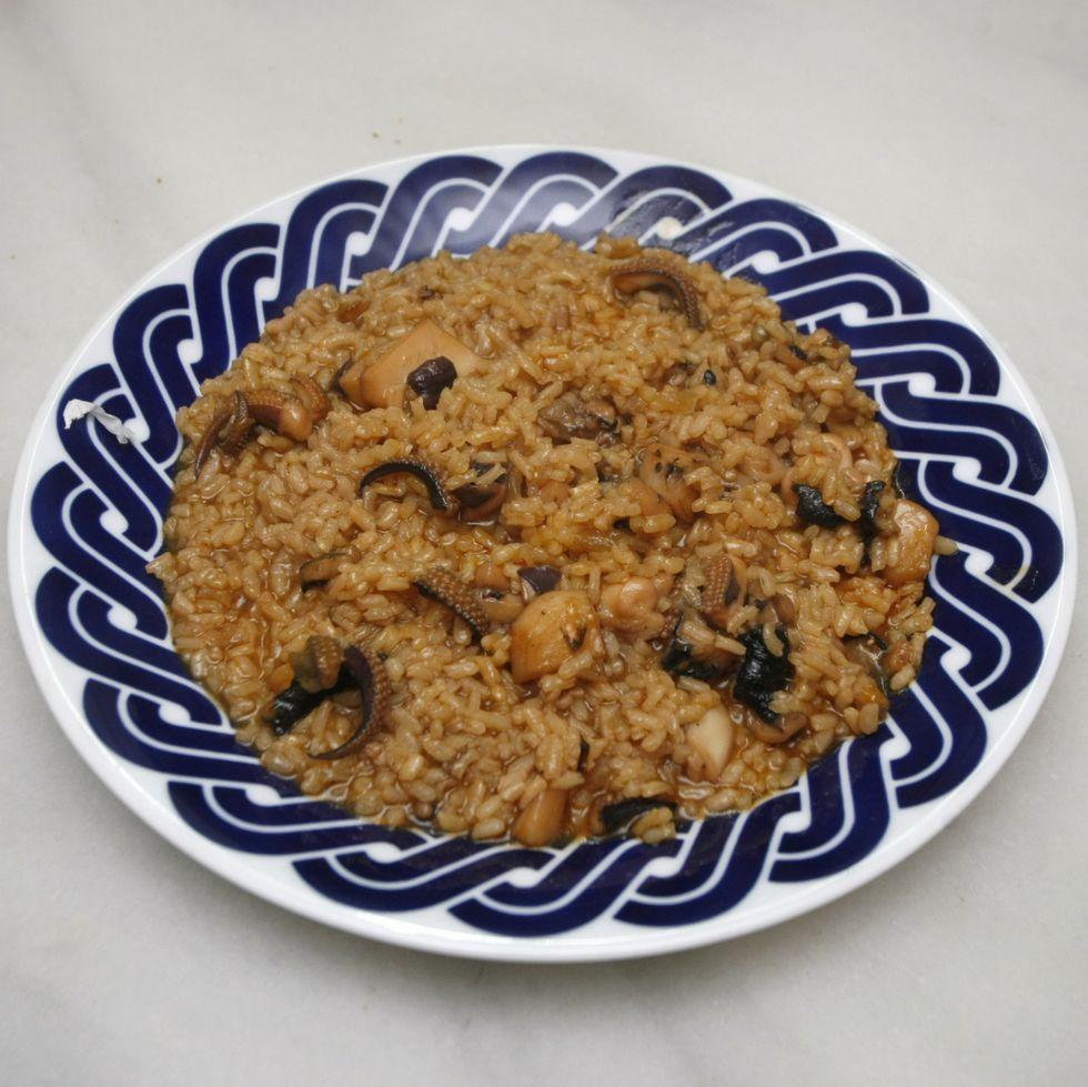 .Pablo Costa preparó un arroz con jibia que pescó él mismo.