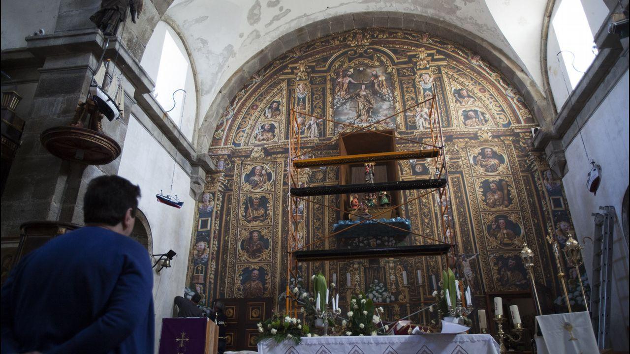Aunque simule su esplendor de antaño, lo que ahora cubre la pared del altar es una fotografía en tela del retablo original