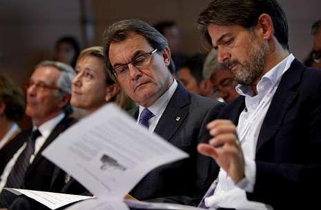 El anuncio electoral de Artur Mas en Cataluña.Oriol Pujol, en un acto con Mas el día 14, anunció que el programa de CiU hablará de Estado propio.