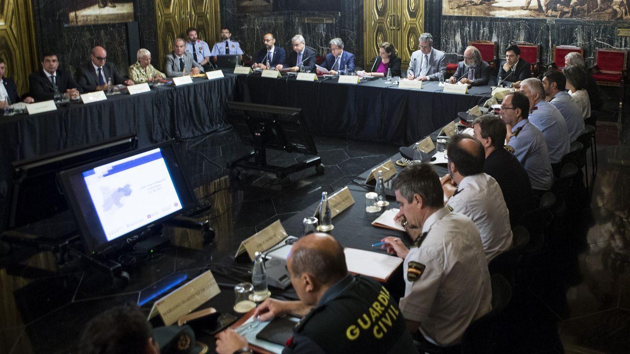 Barcelona gritó «no tenemos miedo».Pablo Iglesias, la alcaldesa de Barcelona Ada Colau, y el portavoz de En Comú Podem Xavier Domènech durante el acto de Catalunya en Comú con motivo de la Diada