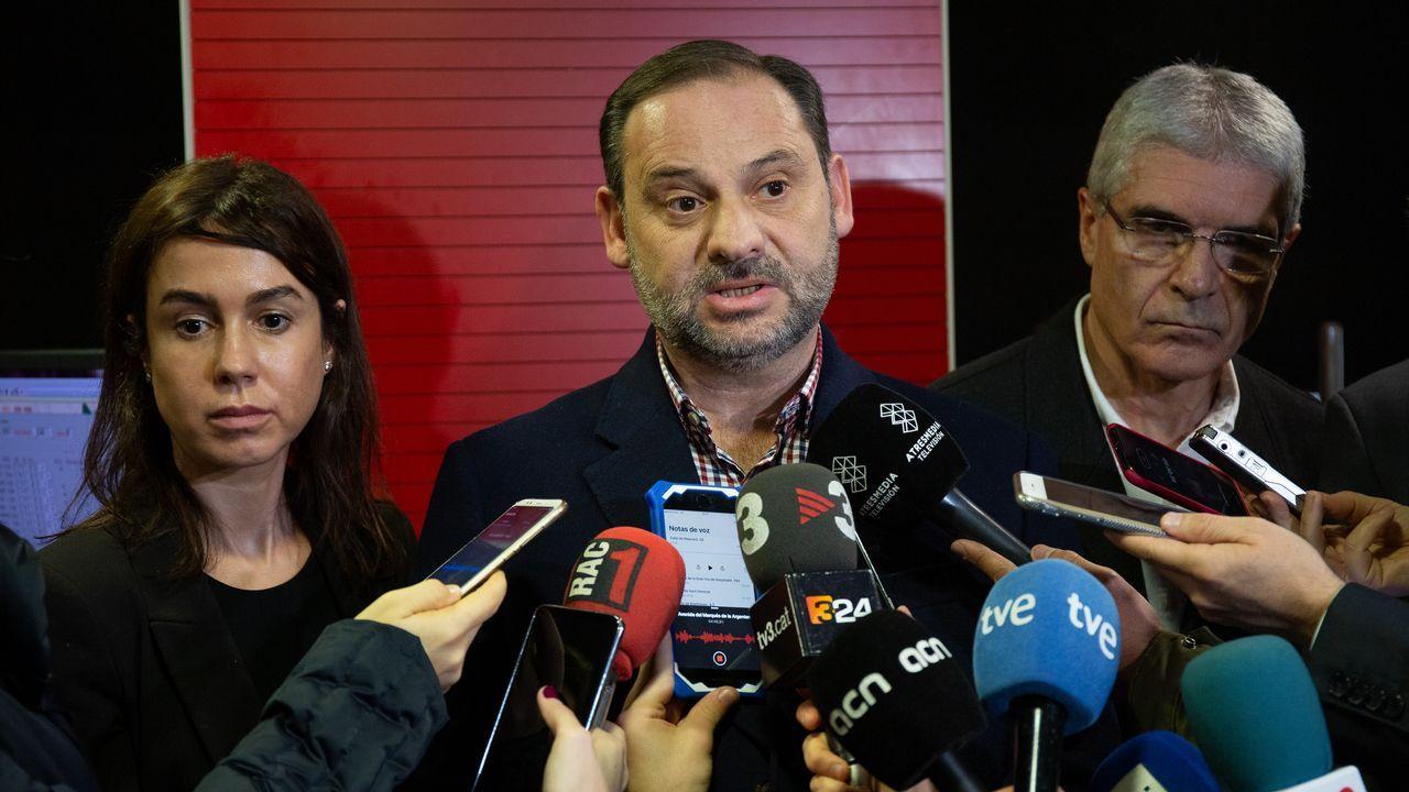 El ministro de Fomento, José Luis Ábalos, no descarta fallos humanos en el siniestro