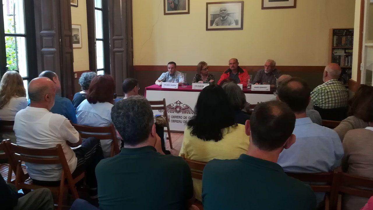 José Manuel Balbuena, Lucía Peláez, Ramón Alvargonzález y Amadéu Benavente en el Ateneo Obrero de Gijón
