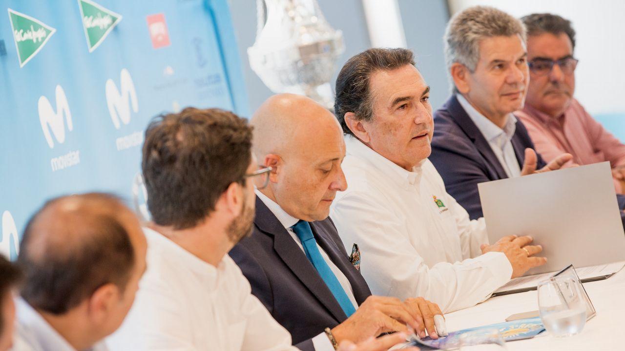 El discurso íntegro del Rey sobre Cataluña.Los reyes Felipe y Letizia junto al jefe del Ejecutivo asturiano, Javier Fernández (i), al inicio de la ceremonia de entrega de los premios Princesa de Asturias 2017