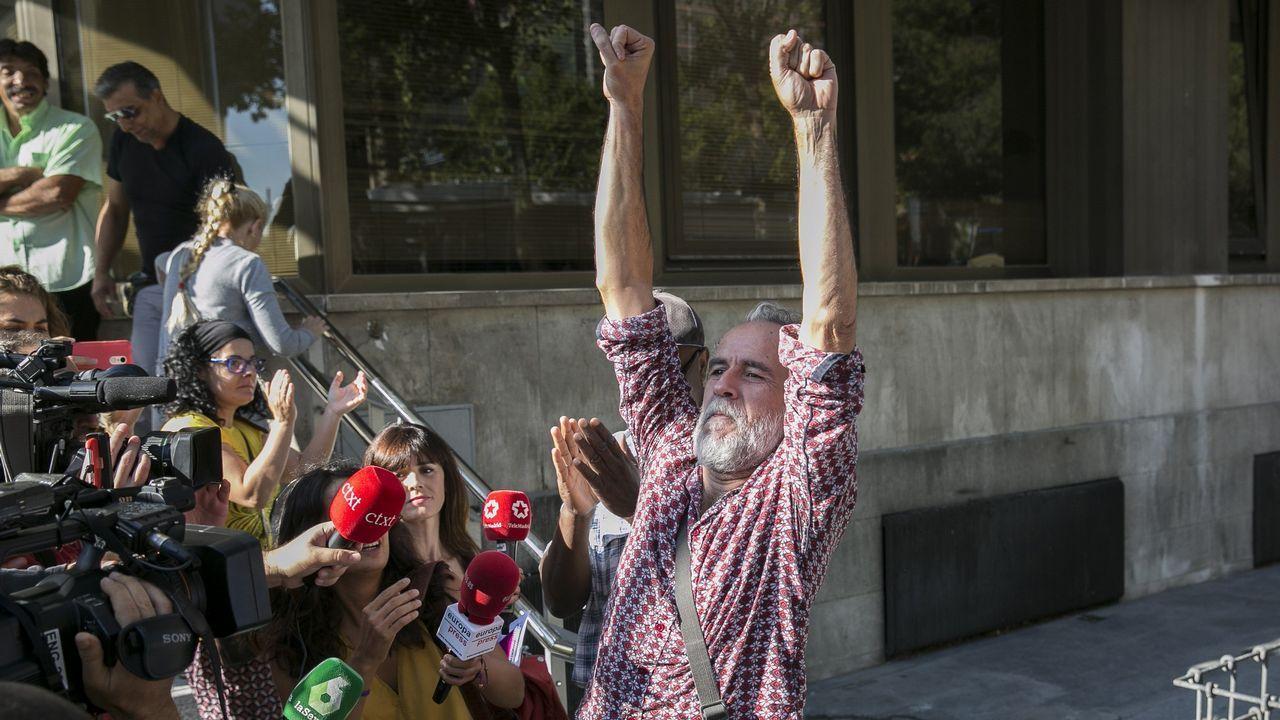 Willy Toledo se vuelve a «cagar en Dios y en la Virgen» a su salida del juzgado.