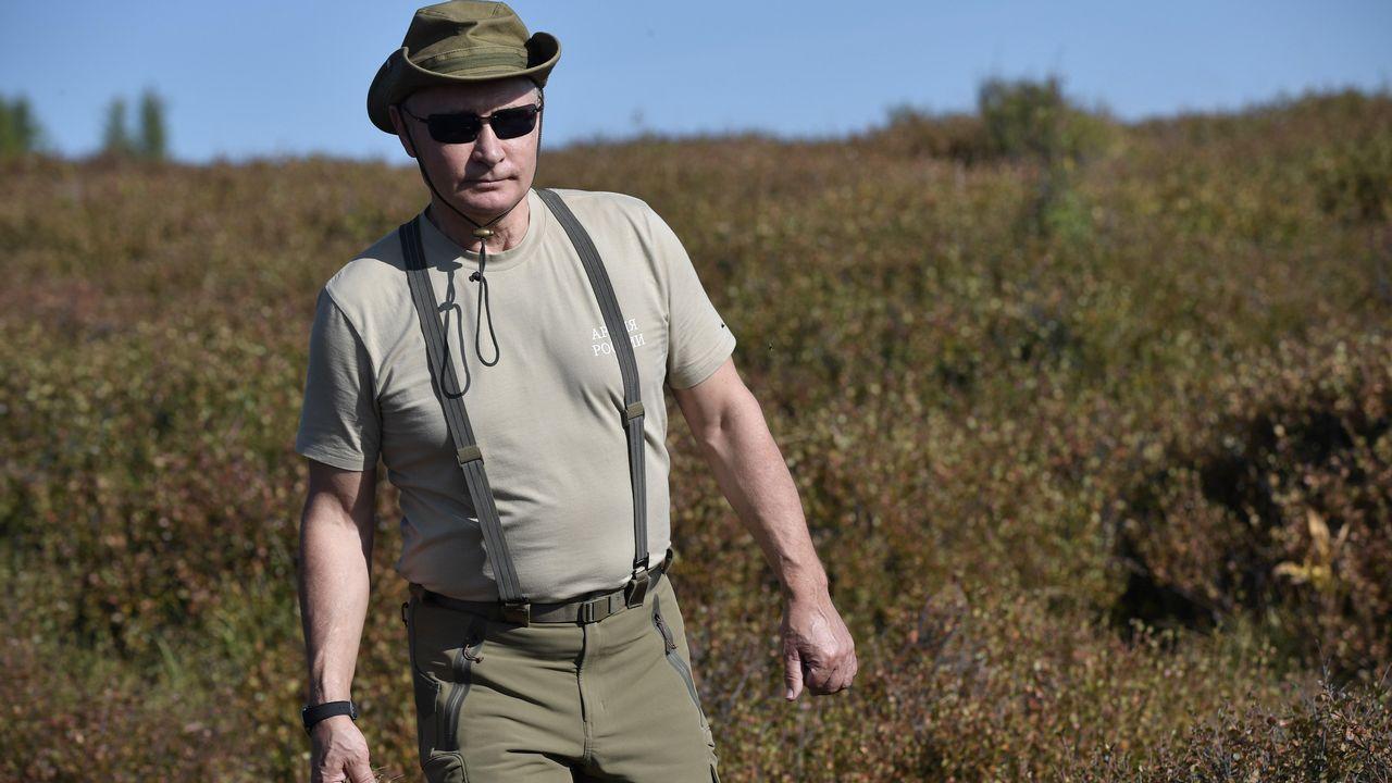 Para la excursión el mandatario ruso escogió ropa de color caqui