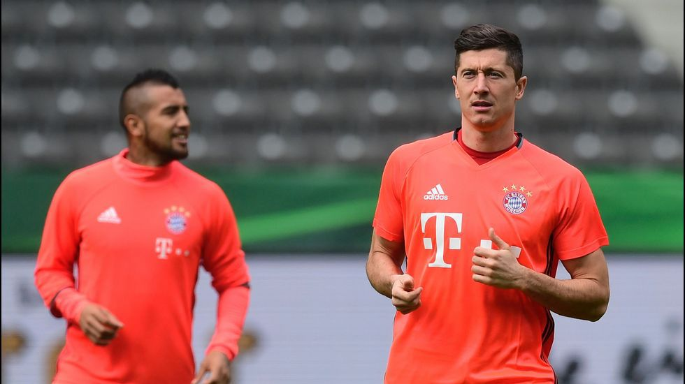 El polaco Lewandowski y el chileno Vidal, jugadores del actual Bayern
