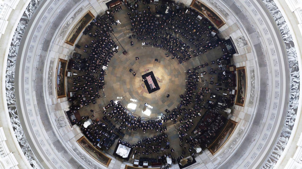 .Vista aérea del funeral de McCain.