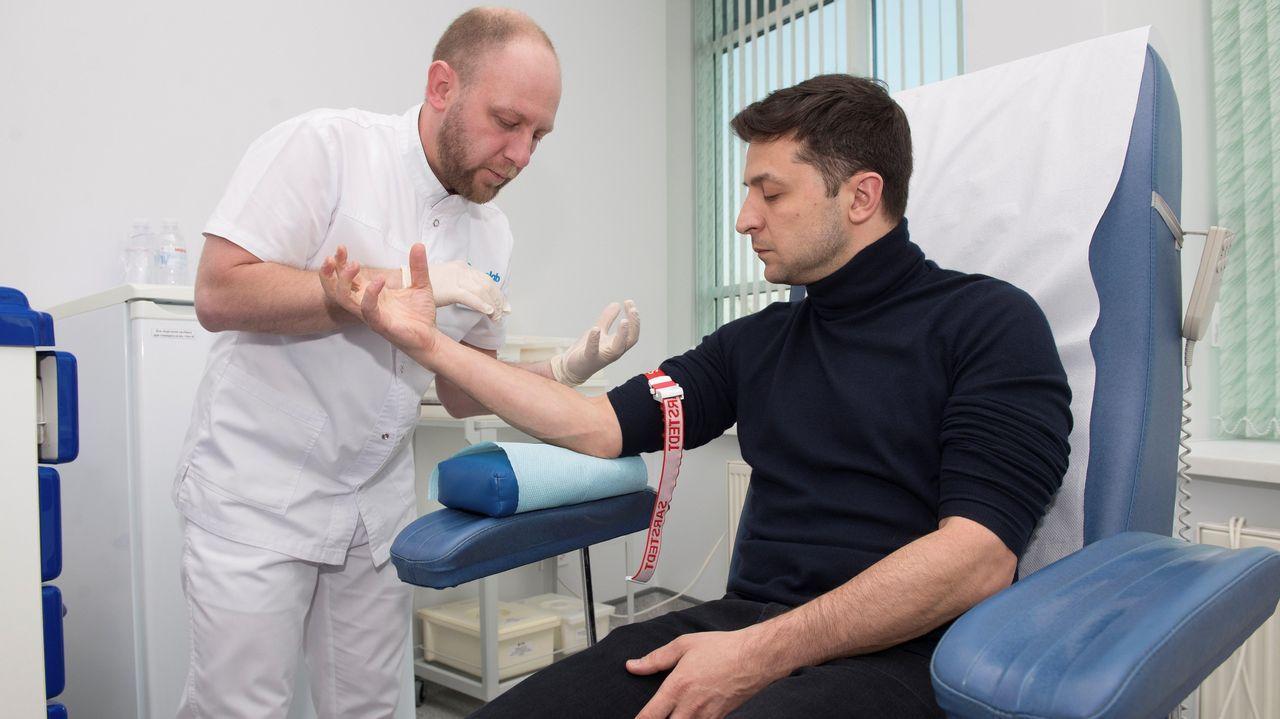 Zelenski, en un momento de la prueba, en una clínica de Kiev