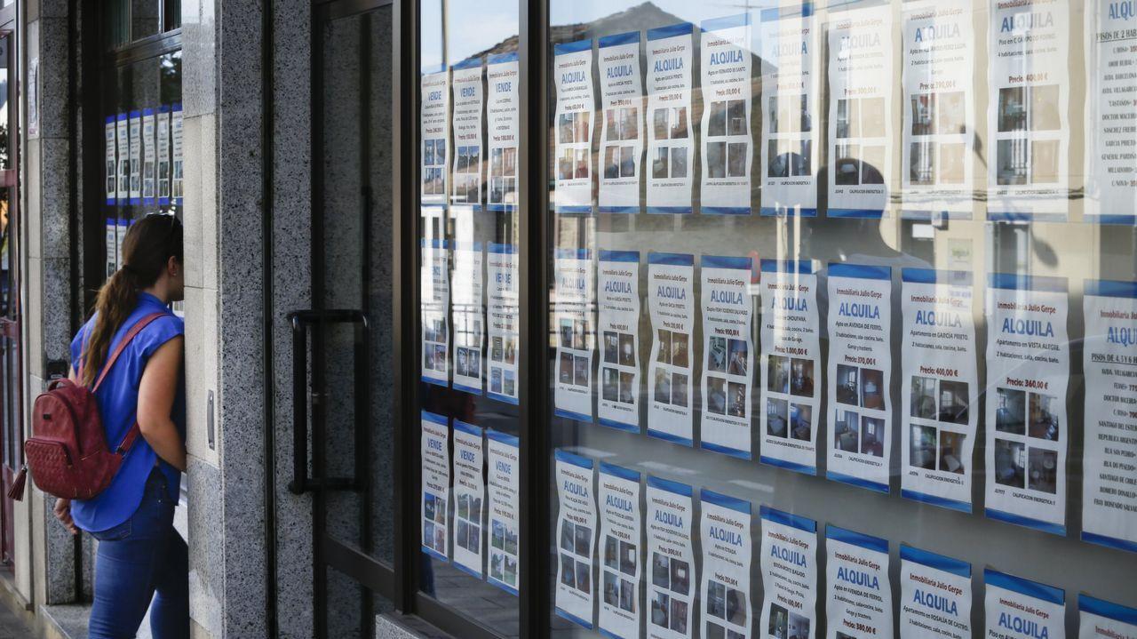El móvil sepulta las cabinas de teléfono.Los empresarios inmobiliarios auguran un aumento de precios en los pisos de alquiler