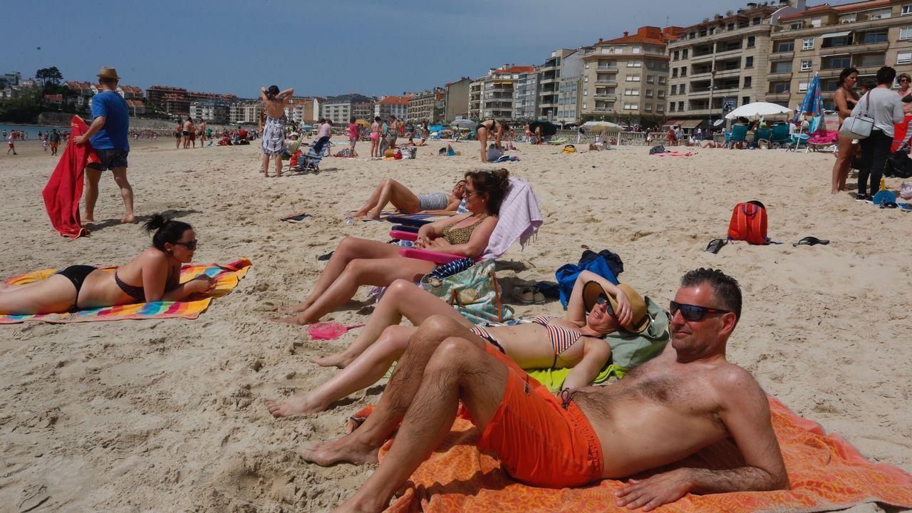 Disfrutando del calor en la playa de Silgar, en Sanxenxo
