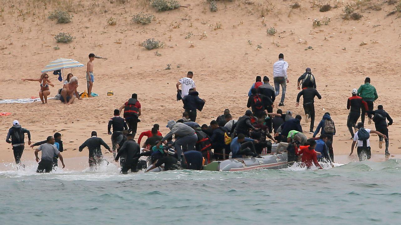 Los inmigrantes llegan a la playa de Tarifa