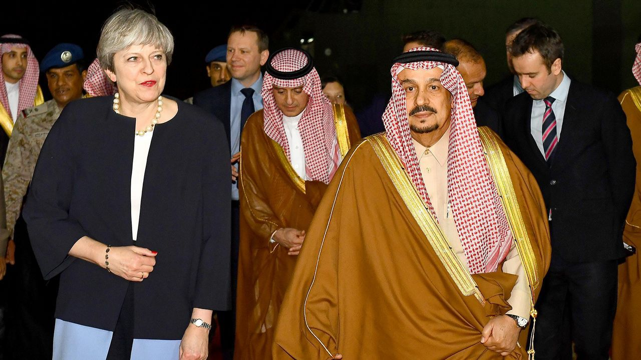 Theresa May certifica su apoyo a Rajoy en Cataluña.Theresa May en Arabia Saudí