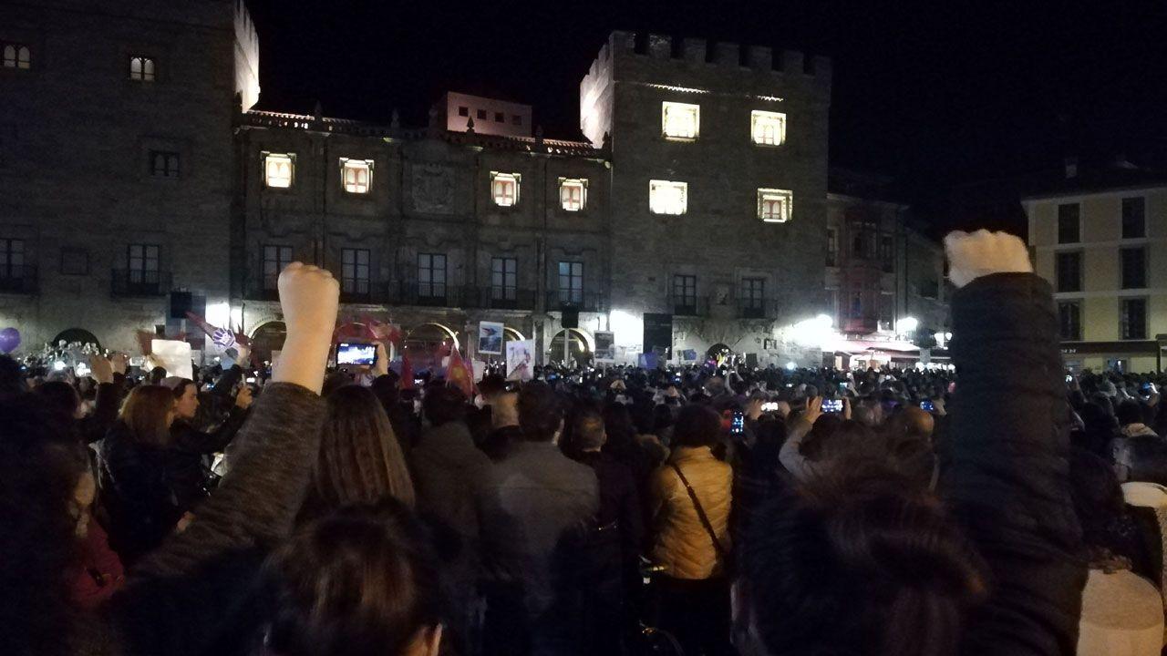 .Un aspecto de la plaza del Marqués abarrotada de manifestantes