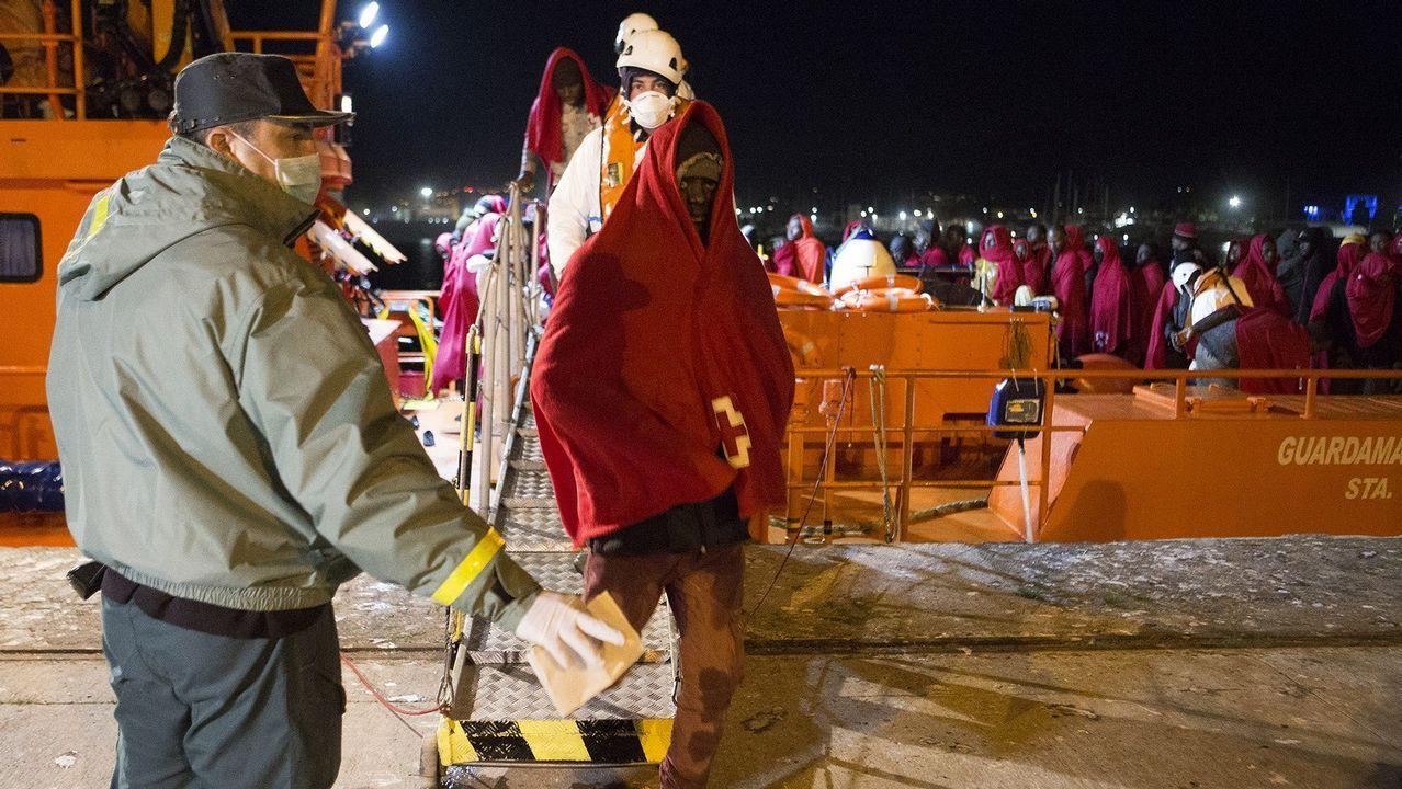 Omar Ramos Real Oviedo Almeria Carlos Tartiere.Los inmigrantes rescatados llevaban 48 horas en el mar, sin comida ni bebida