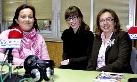 Sandra Insua, Jesica Coiradas y Dolores Lema participaron ayer en «Voces de Berantiños».
