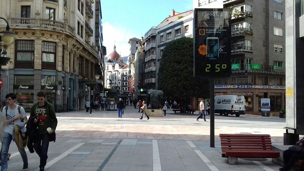 Residencia Spa del Montepío de la Minería, en Felechosa.Un termómetro del centro de Oviedo marca 25 grados