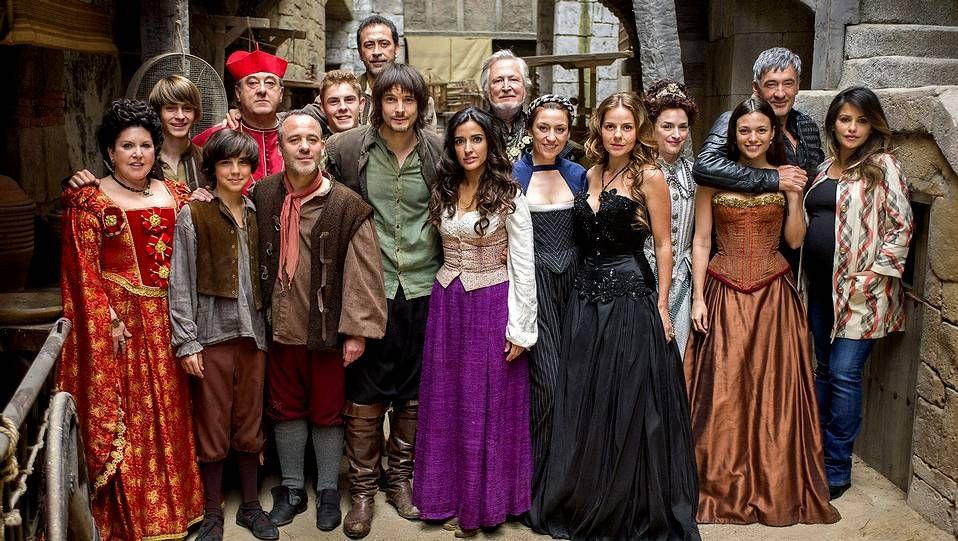 26.000 euros en productos en dos minutos.El reparto completo de «Águila Roja», que cuenta en su elenco con los actores gallegos Francis Lorenzo, Javier Gutiérrez y Myriam Gallego.