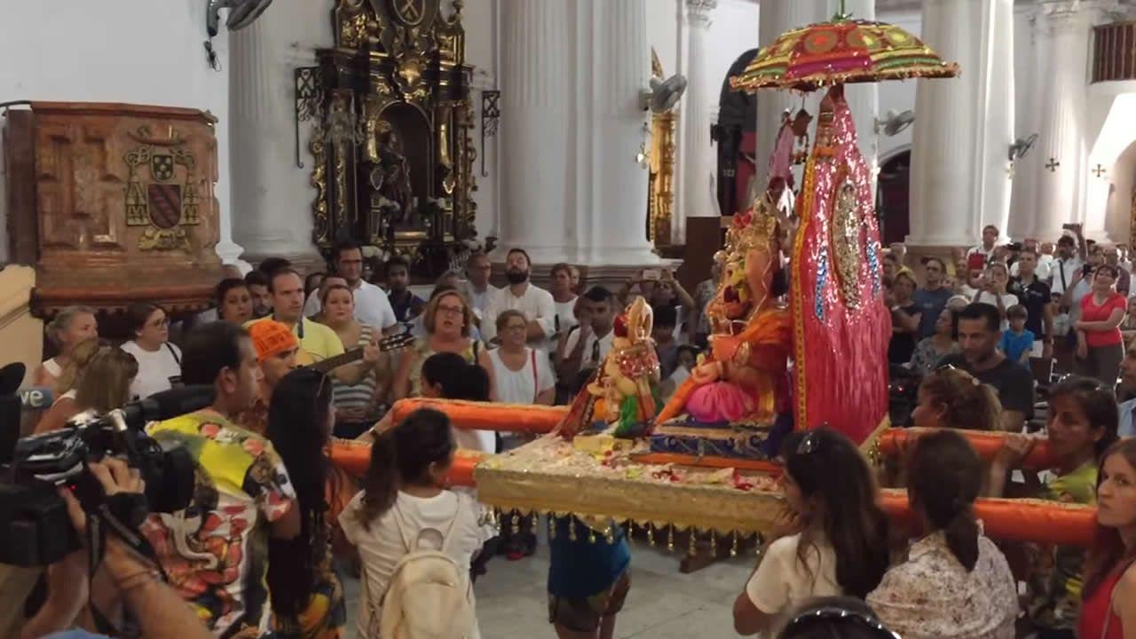 Una imagen hindú Ganesh en el santuario de Ceuta.Taco thai del restaurante El Medio Lleno, de Gijón