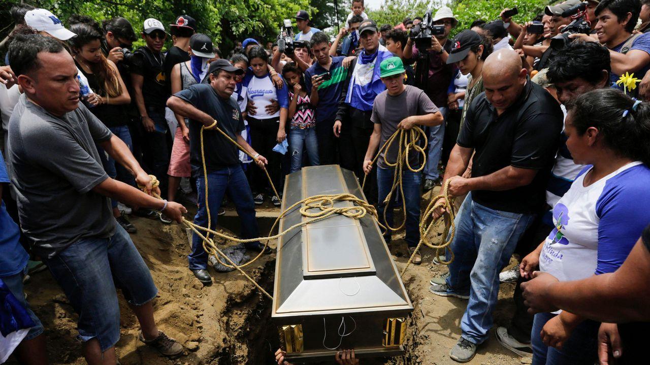 .Cientos de jóvenes despidieron a Gerald Vásquez, uno de los asesinados el sábado en Managua