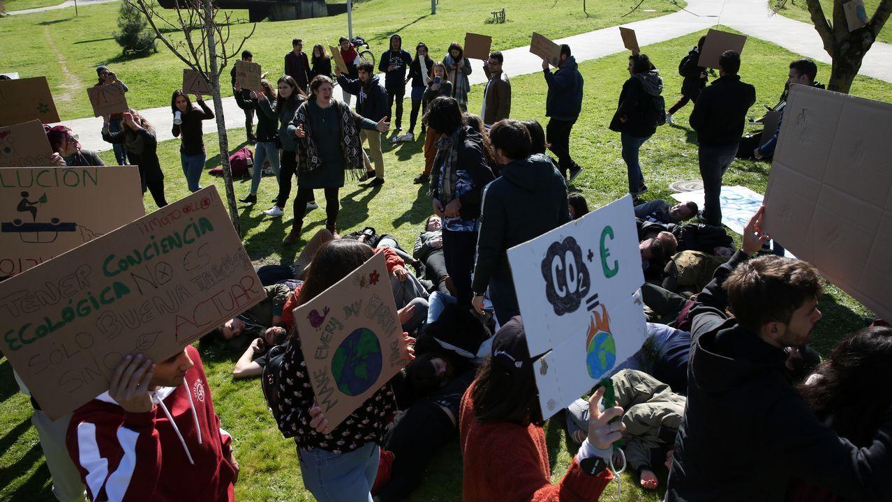 Acto en el campus contra el cambio climático.Mapa europeo realizado con el riesgo de deslizamientos