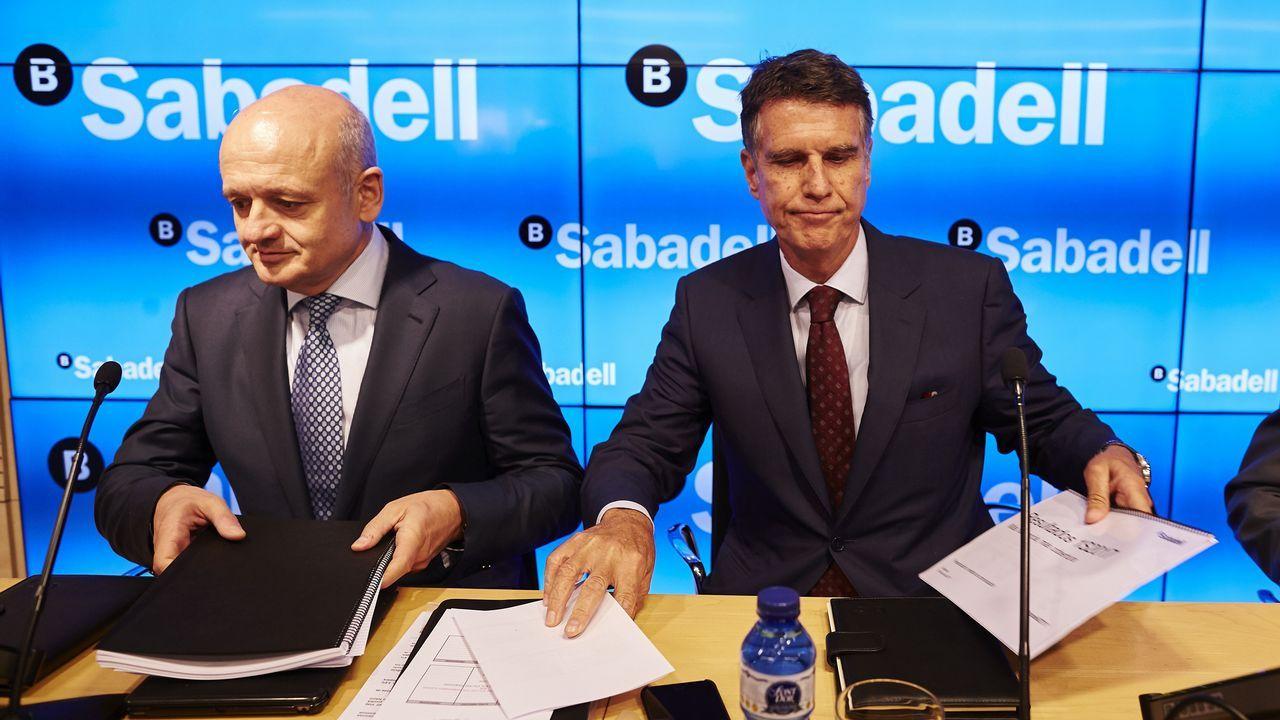 El consejero delegado del Sabadell, Jaume Guardiola, a la derecha, y el director general adjunto, Tomás Varela