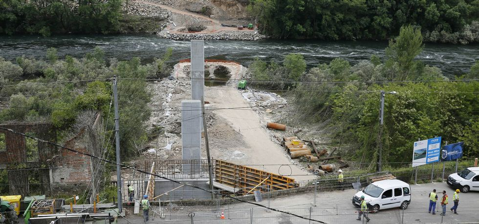 .El nuevo puente sobre el río Miño evitará tener que pasar por la presa y recortará el recorrido en siete kilómetros.