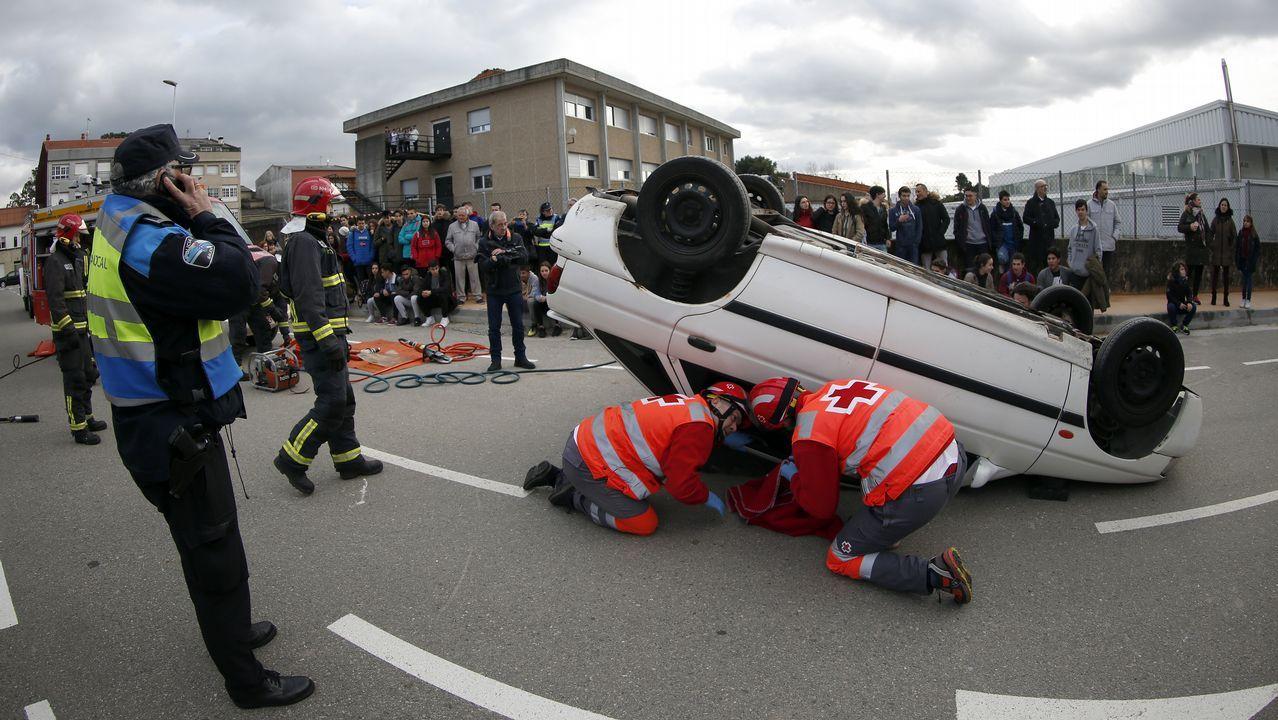 Simulacro de accidente de coche en Boiro.