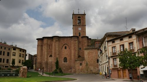 La fallecida notó sínbtomas de malestar a su paso por las inmediaciones de la iglesia de Santa María la Real de Nájera