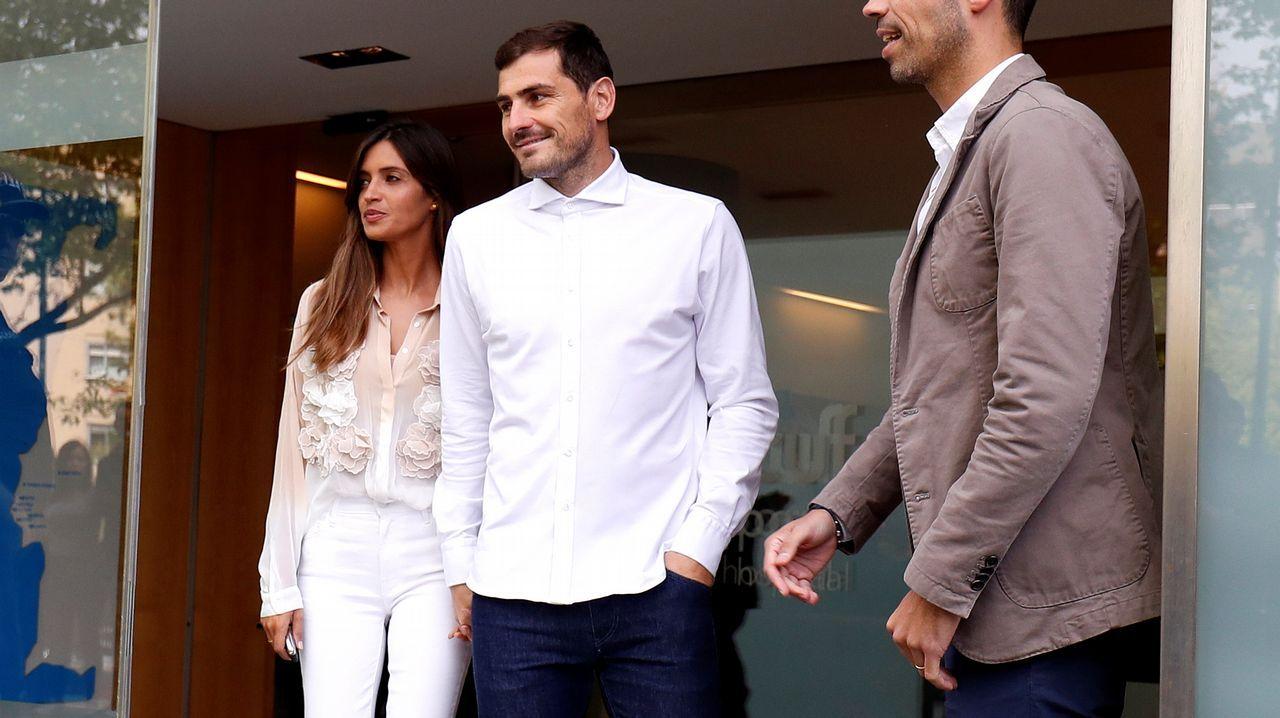 Zinchenko emula a Iker Casillas y besa a la reportera que lo entrevistaba.Cerveza