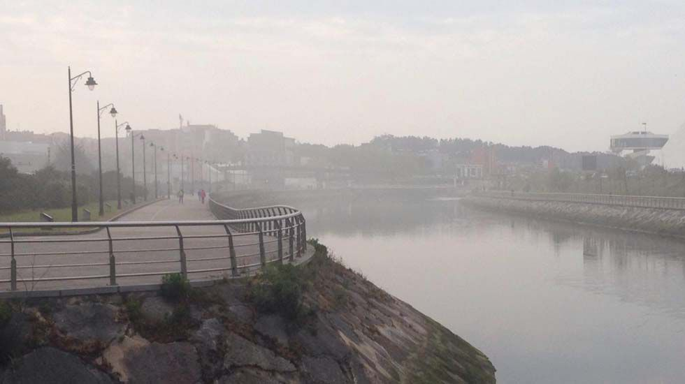 Niebla en la ría de Avilés generada por la fuga