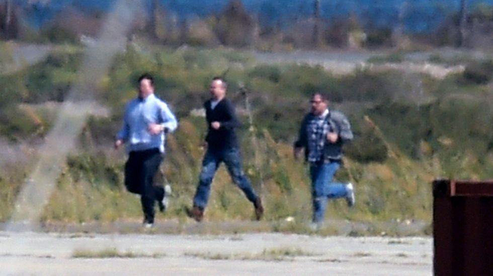 Rehenes liberados del avión secuestrado.