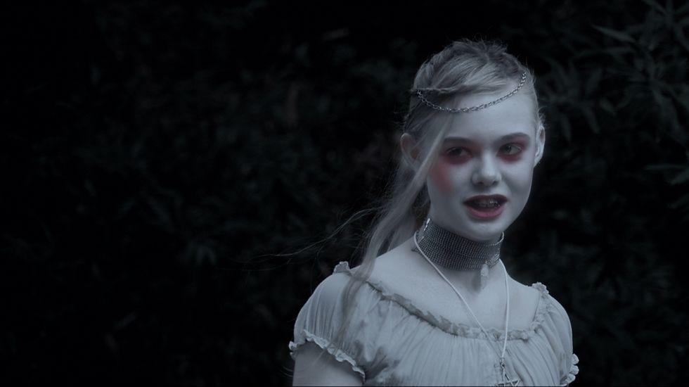 Coppola se sentó en la silla de director por última vez hace cuatro años para capitanear «Twixt», un trabajo que provocó indignación y sorpresa a partes iguales entre espectadores y críticos. Se trata de un largometraje de terror, protagonizado por Val Kilmer y Elle Fanning,  que versa sobre la investigación del asesinato de una adolescente. Escritores atormentados, fantasmas, pesadillas y muchas referencias a Allan Poe.