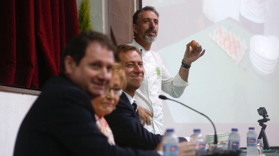 El cocinero Paco Roncero compartió jornada de trabajo con las mariscadoras noiesas.El cocinero asturiano José Andrés participado en el XX congreso San Sebastián Gastronomika