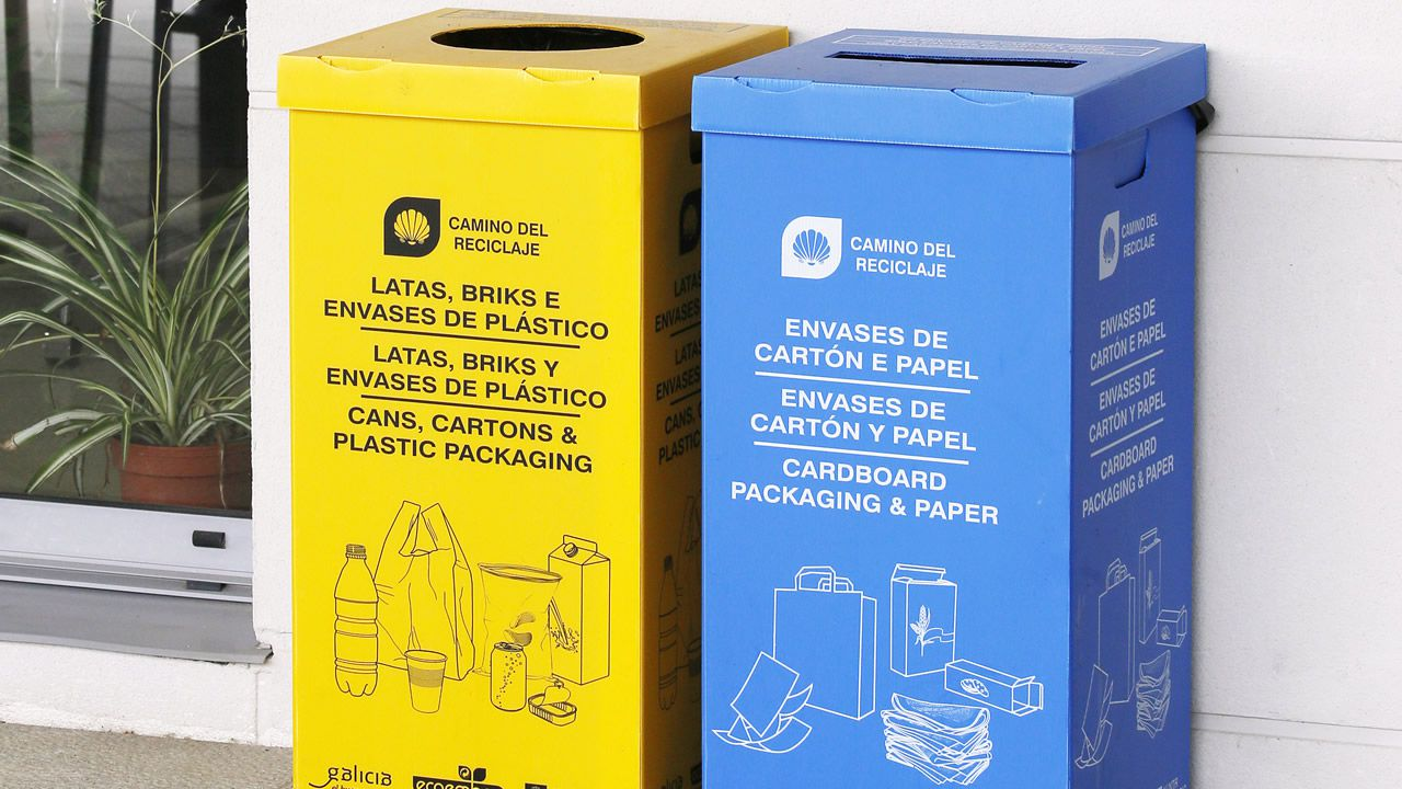 Cada uno de los refugios adheridos a la campaña cuenta con una media media de dos a cuatro puntos de reciclaje amarillos (donde se depositan los envases de plástico, latas y briks) y azules (destinados al papel y al cartón)