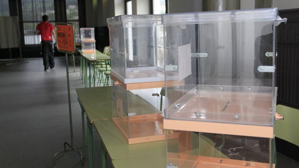 «Fumei algún porro, pero non me gustan nada».Feijoo estrena hoy, último día de campaña, folletos y carteles, como el de la izquierda, dirigido a votantes de Ciudadanos y el e la derecha, a los del PSOE.