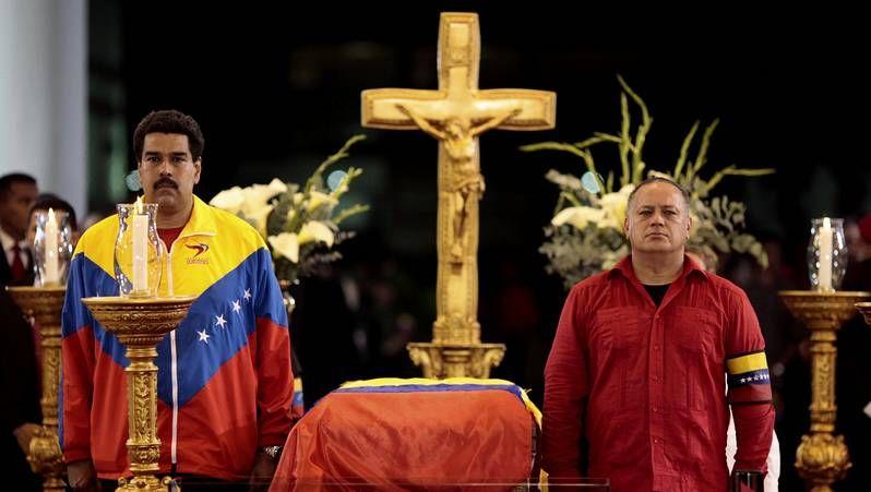 Marea humana para despedir los restos de Chávez.Maduro y Diosdado Cabello, en los actos fúnebres