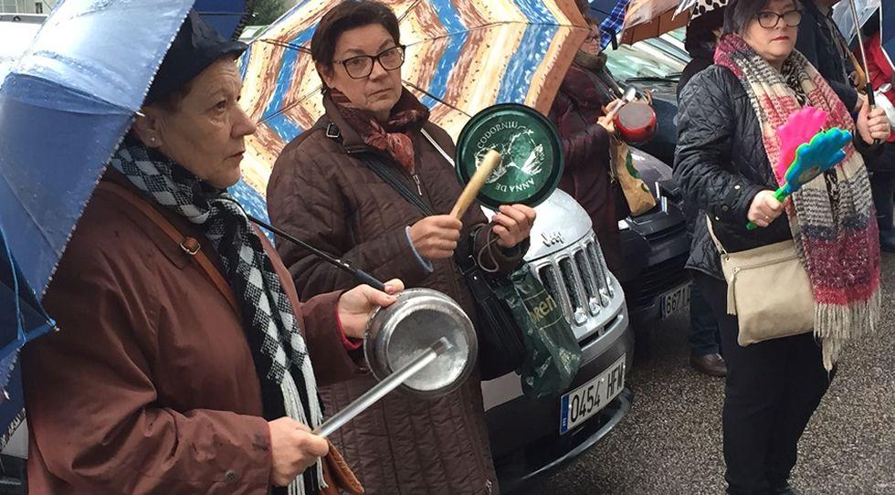 Cacerolada de GEA ante los juzgados de Vigo