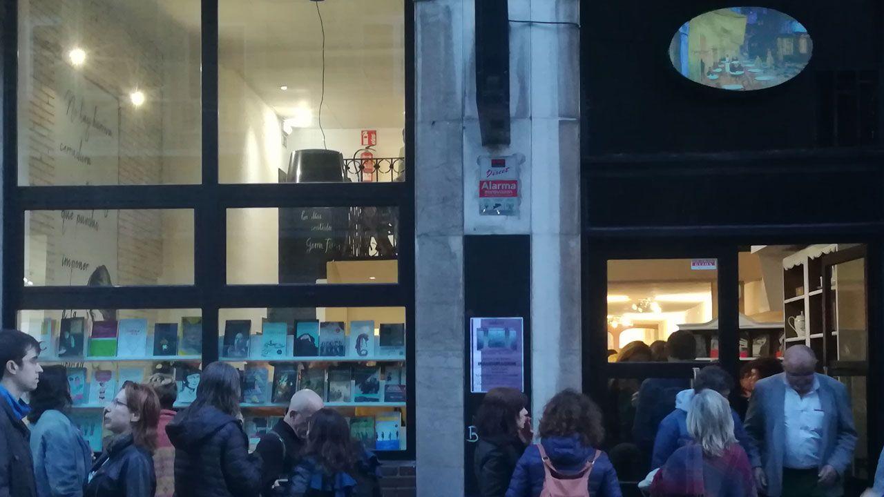 Vista aérea de La Providencia, enla costa de Gijón.Exterior de la librería 'La Habitación Propia' en Gijón