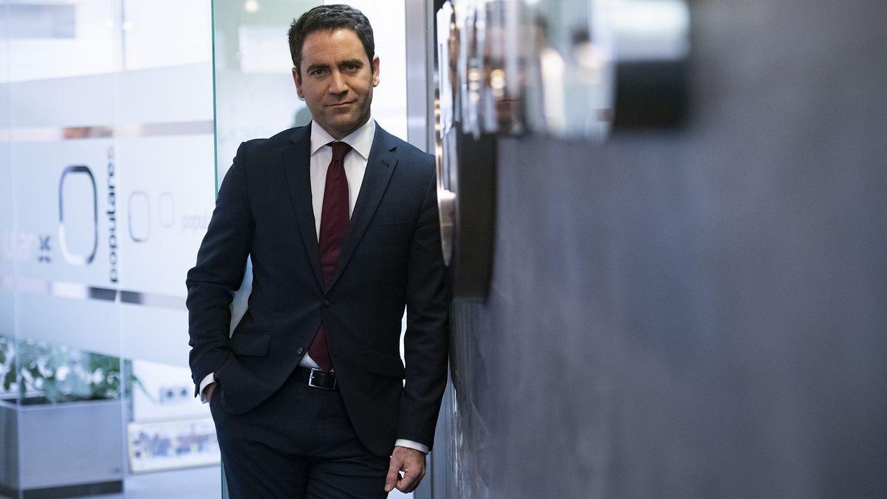 Calvo acusa a Casado de «desbarrar» y de falta de lealtad con España.Calvo diferenció el diálogo entre Gobiernos de la mesa de partidos, que es la que tendría un relator.