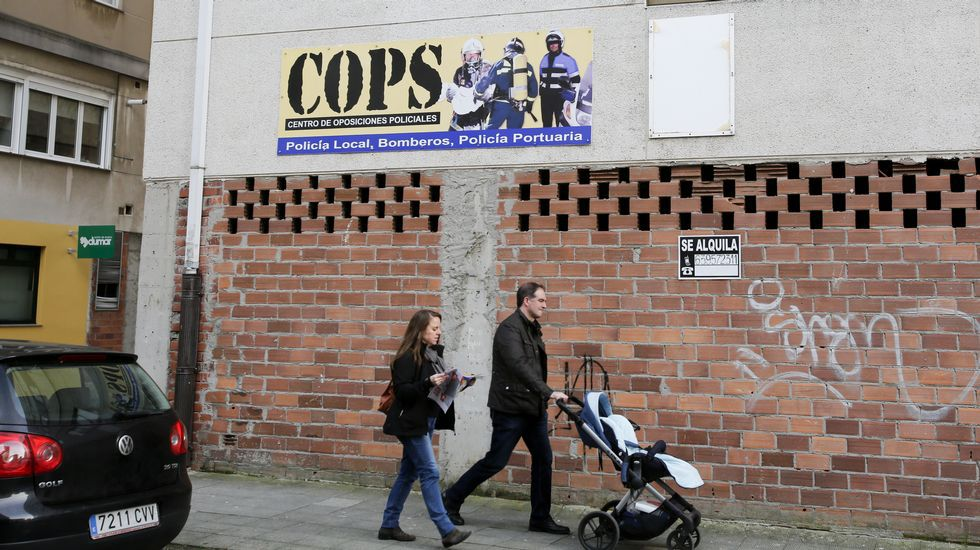 COPS. Forman a aspirantes a agentes de la Policía Local, Policía Portuaria y bomberos. Este curso se mantienen las cifras de alumnado de 2015.