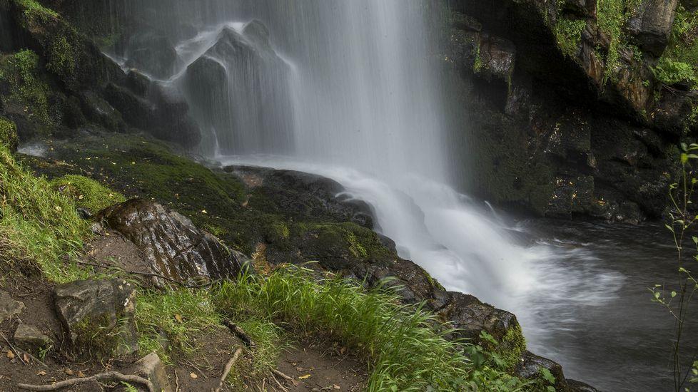 .El pie de la cascada visto de cerca