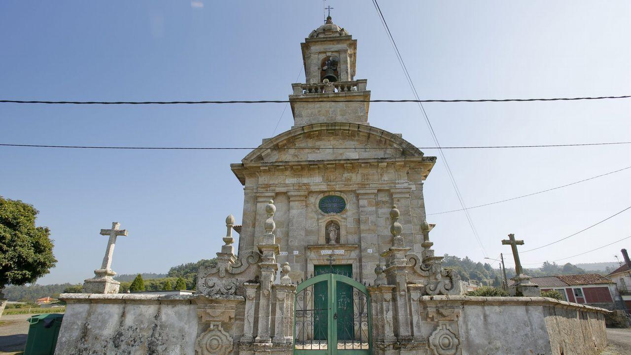 Las espectaculares imagenes del derbi Bergantiños-Laracha