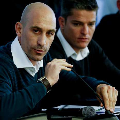 La noche en que el Deportivo evitó el descenso a Segunda B.Luis Rubiales, durante la rueda de prensa de ayer.