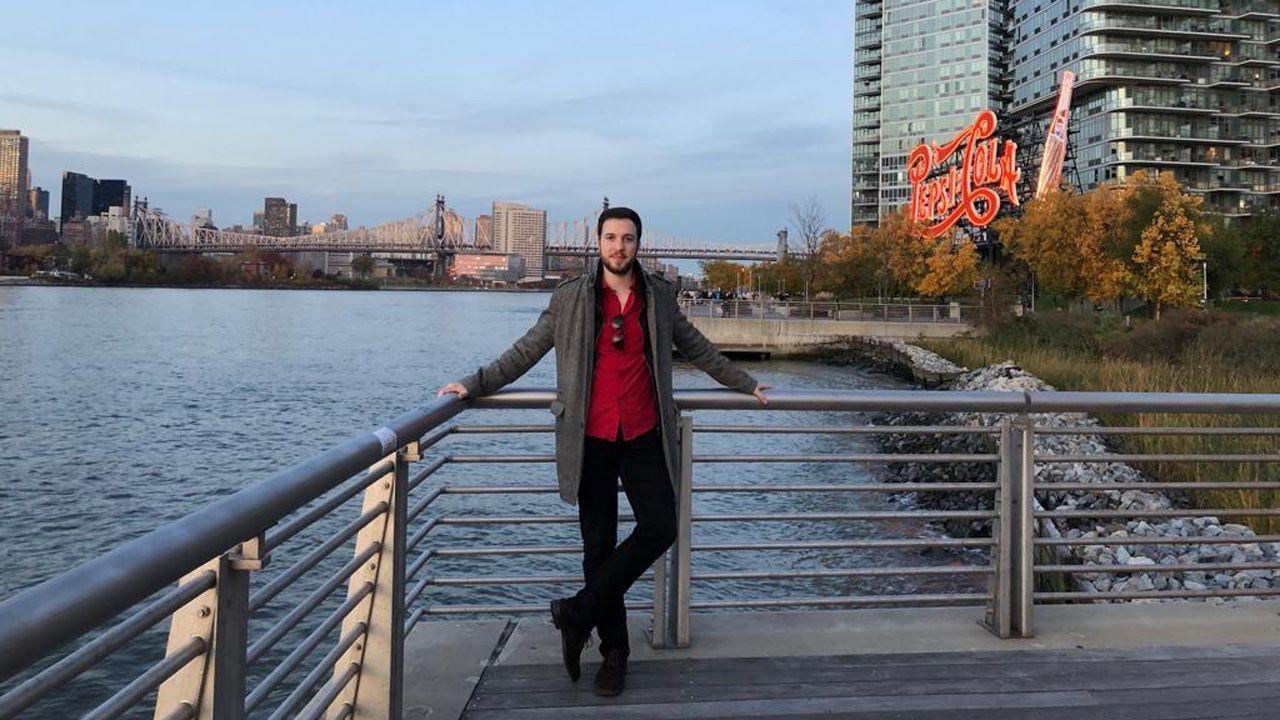Javier Pérez-Santalla a las orillas del río Hudson