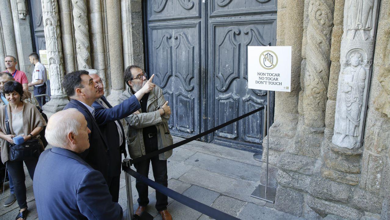 Borrar la pintada en la escultura del siglo XII de la catedral de Santiago costó entre 10.000 y 12.000 euros.