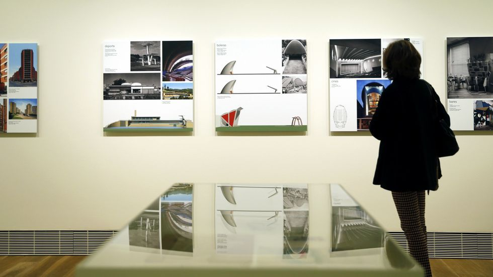 El Bellas Arteshomenajea a los arquitectos del Movimiento Moderno asturiano.Algunos de los últiles de observación astronómica de Aurelio Suárez