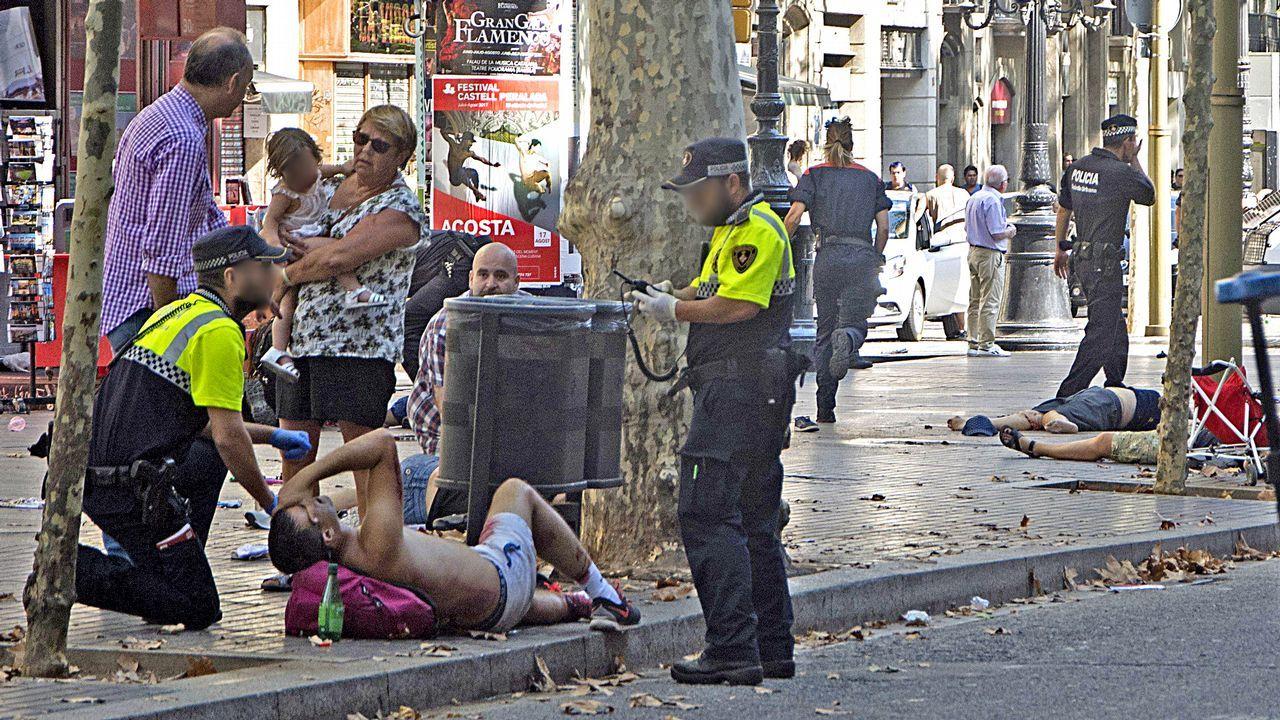 Pánico en Barcelona por el atropellomasivo en Las Ramblas.Napoleoni considera un salto cualitativo muy preocupante el atentado de Barcelona, cometido además por gente muy joven